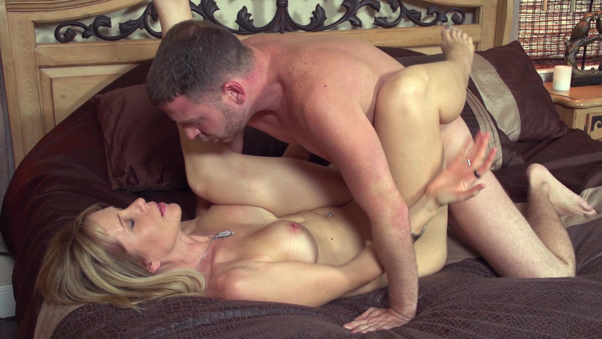 free video preview image 5 from neighborhood moms down to fuck