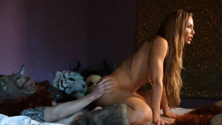 Scene with Nicole Aniston - image 13 out of 20