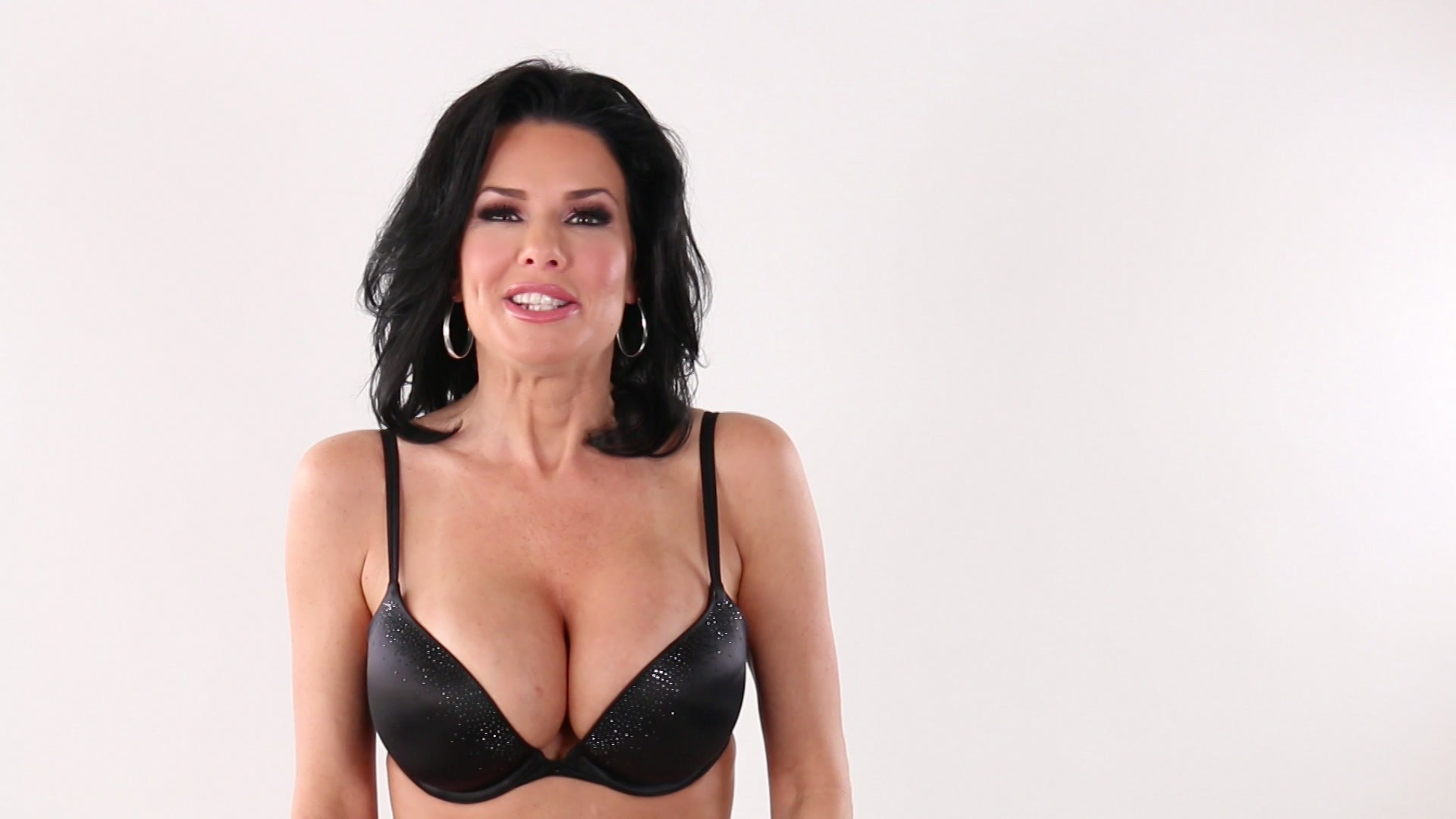 Scene with Veronica Avluv - image 2 out of 20
