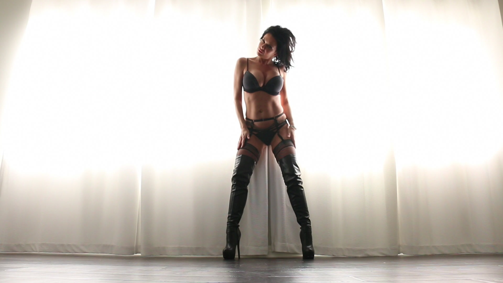 Scene with Veronica Avluv - image 5 out of 20