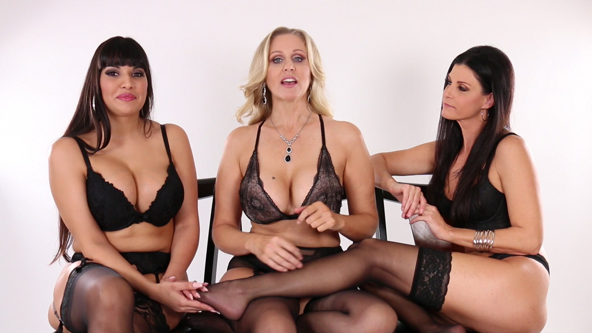 Scene with Julia Ann, India Summer and Mercedes Carrera - image 5 out of 20