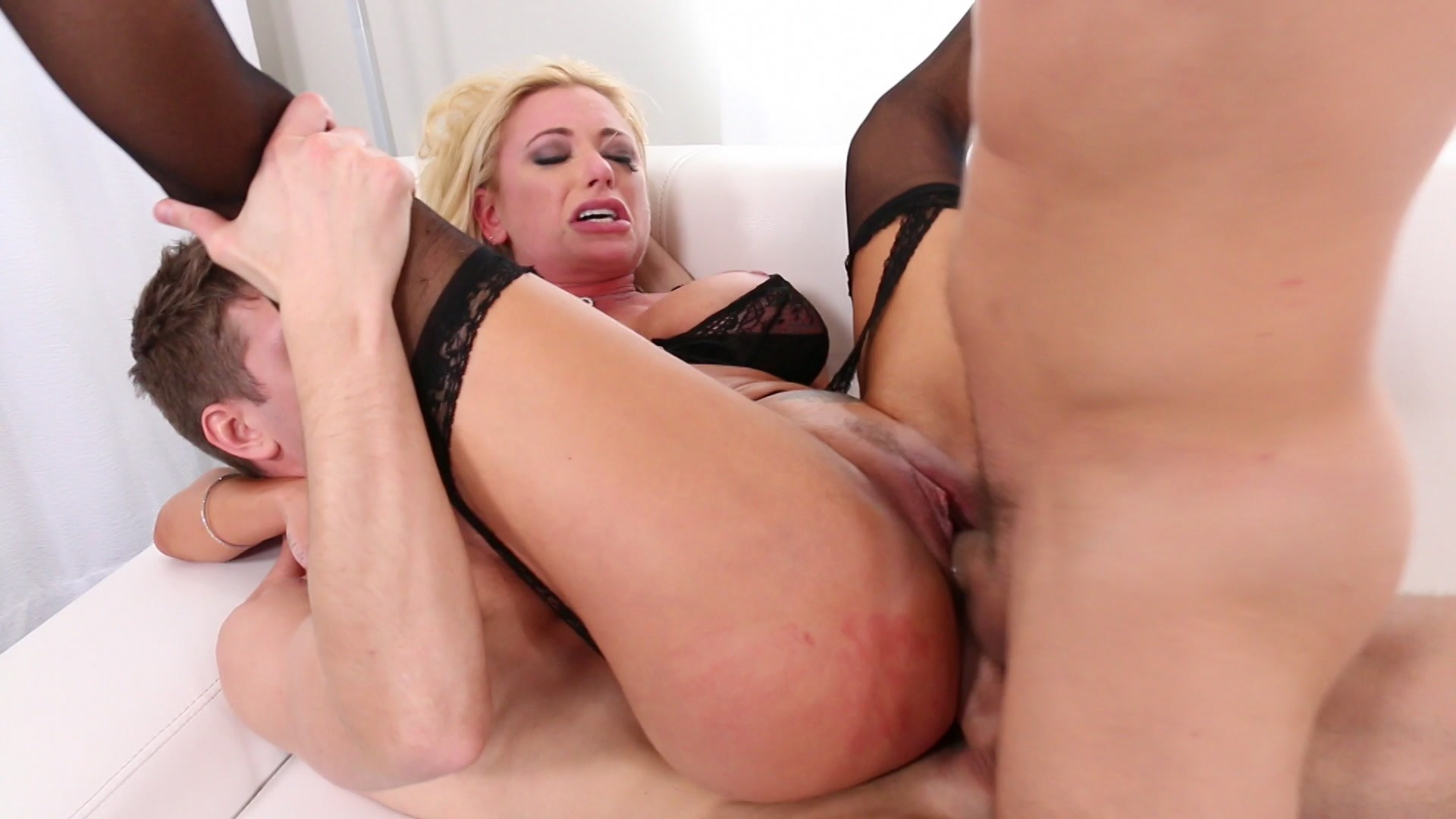 Scene with Briana Banks - image 13 out of 20