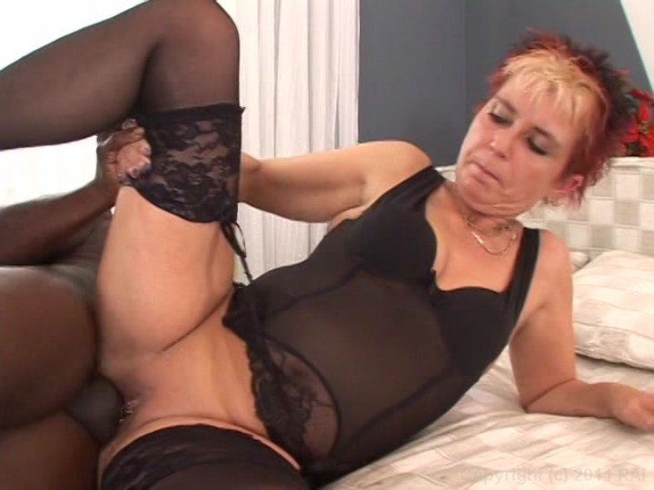 Christiane 50 yo anal fucked in the kitchen 2