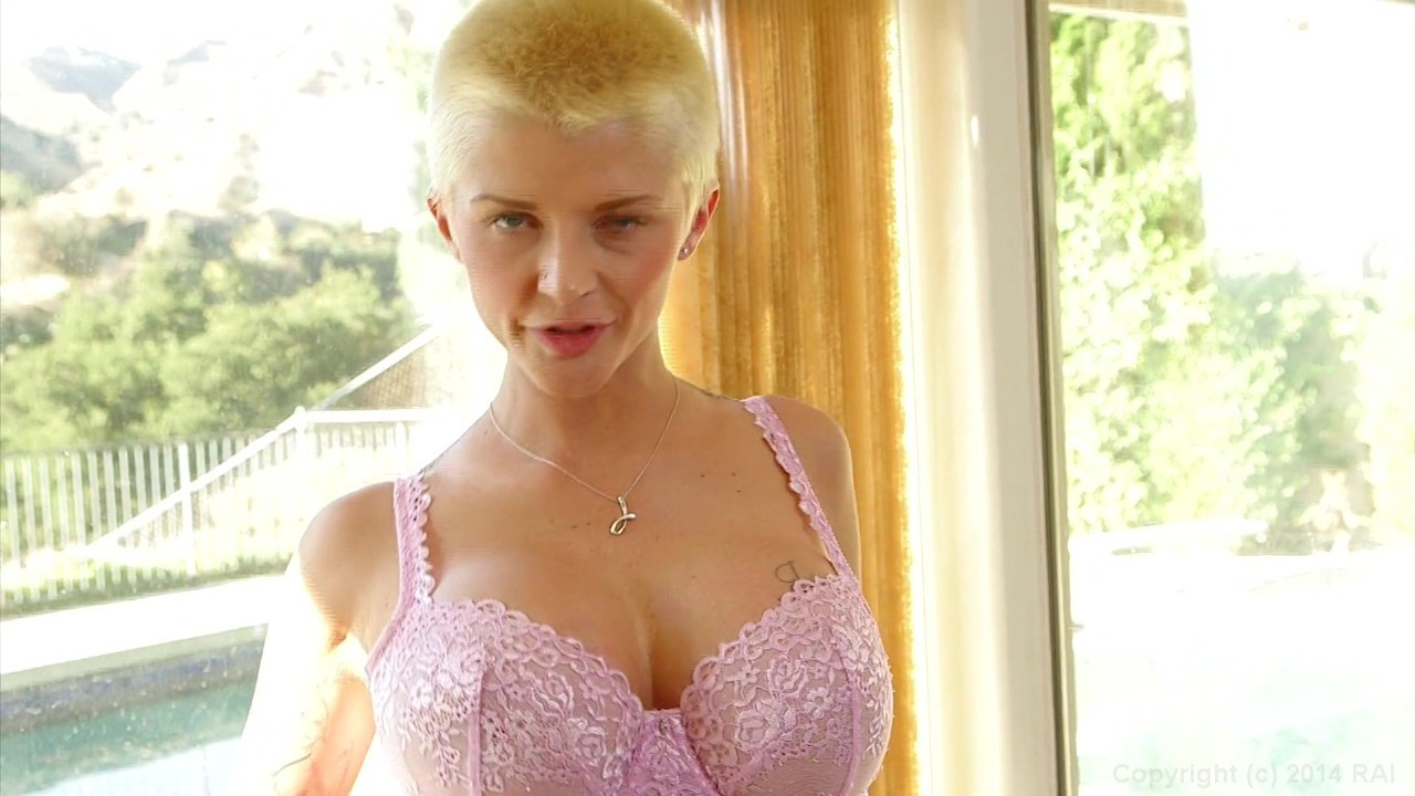 Short haired mom Joslyn James soaping her round tits and ass in kitchen № 147814 бесплатно