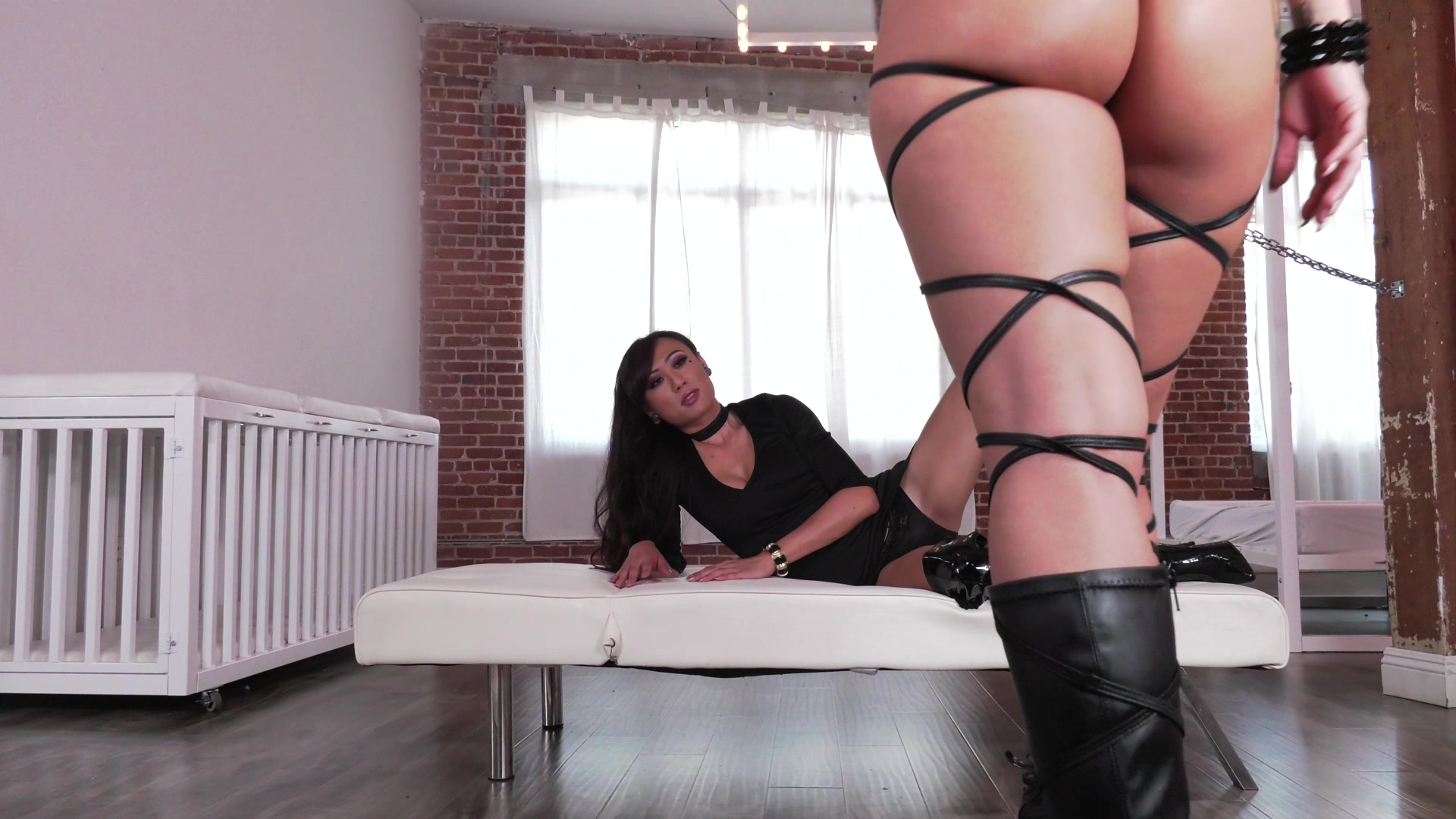 Scene with Venus Lux and Katrina Jade - image 7 out of 20