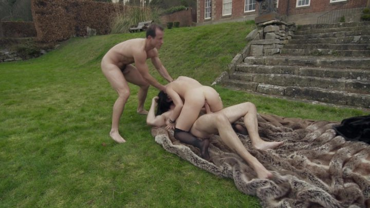 Hot Dark Haired Babe Gets Double Penetration Outside