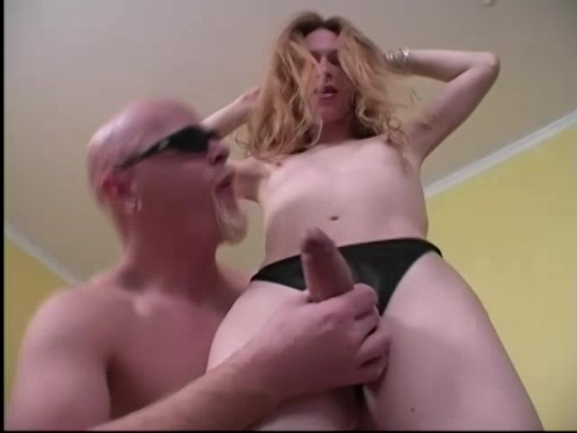 Anal hurts her screams