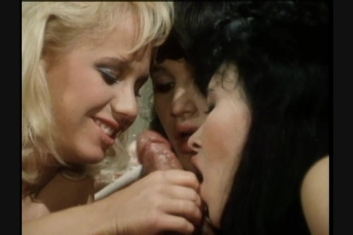 Screen image 7 out of 33 from 1001 Erotic Nights 2