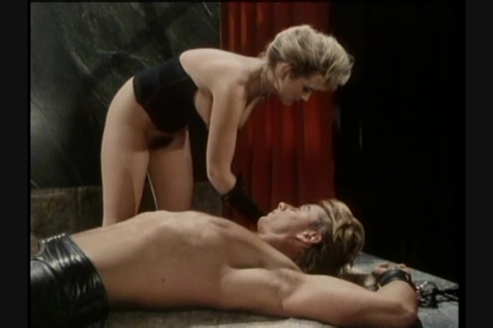 Screen image 27 out of 33 from 1001 Erotic Nights 2