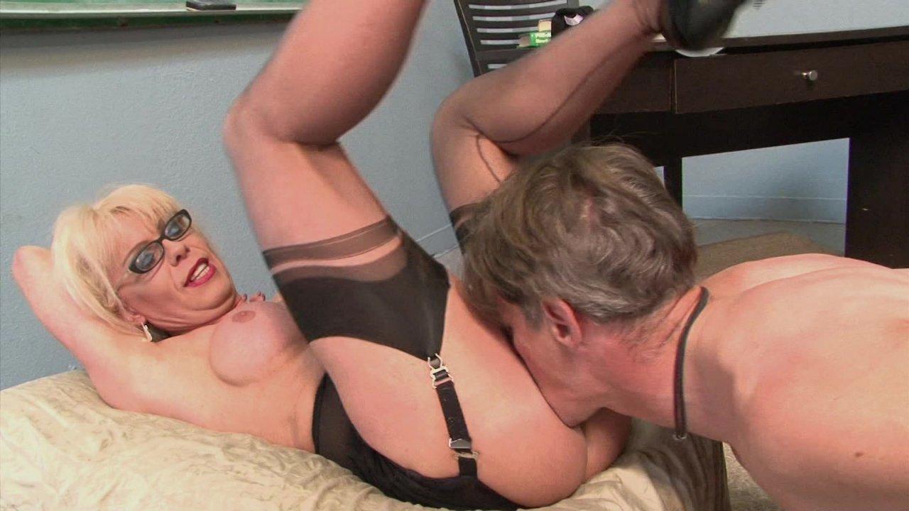 Sexy joanna bounces on big hard dick 10
