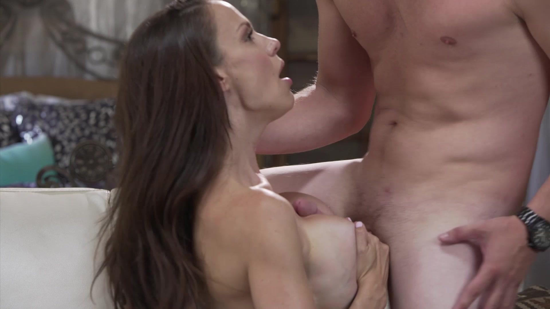 Kagney lynn karter eat sperm from her tits 4