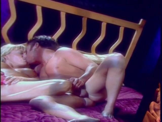Carrie anne moss sex scene