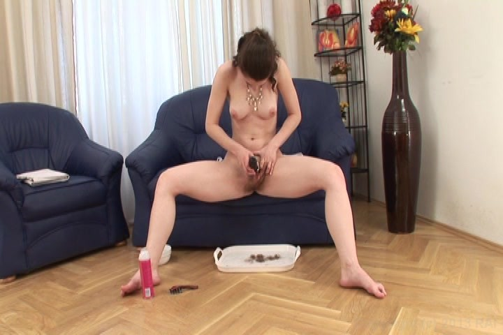 Watch her shave her pussy hot