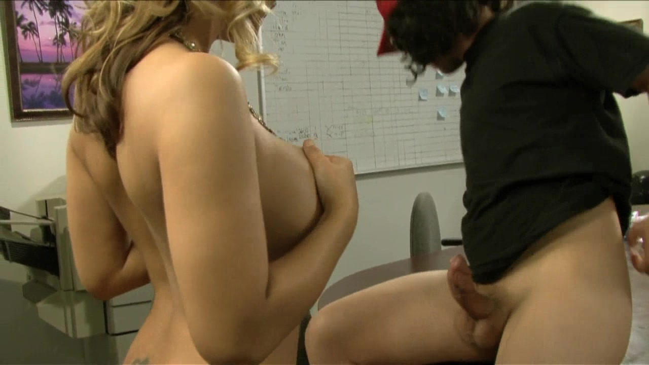 Scene with Chris Cannon and Ashlynn Brooke - image 5 out of 20