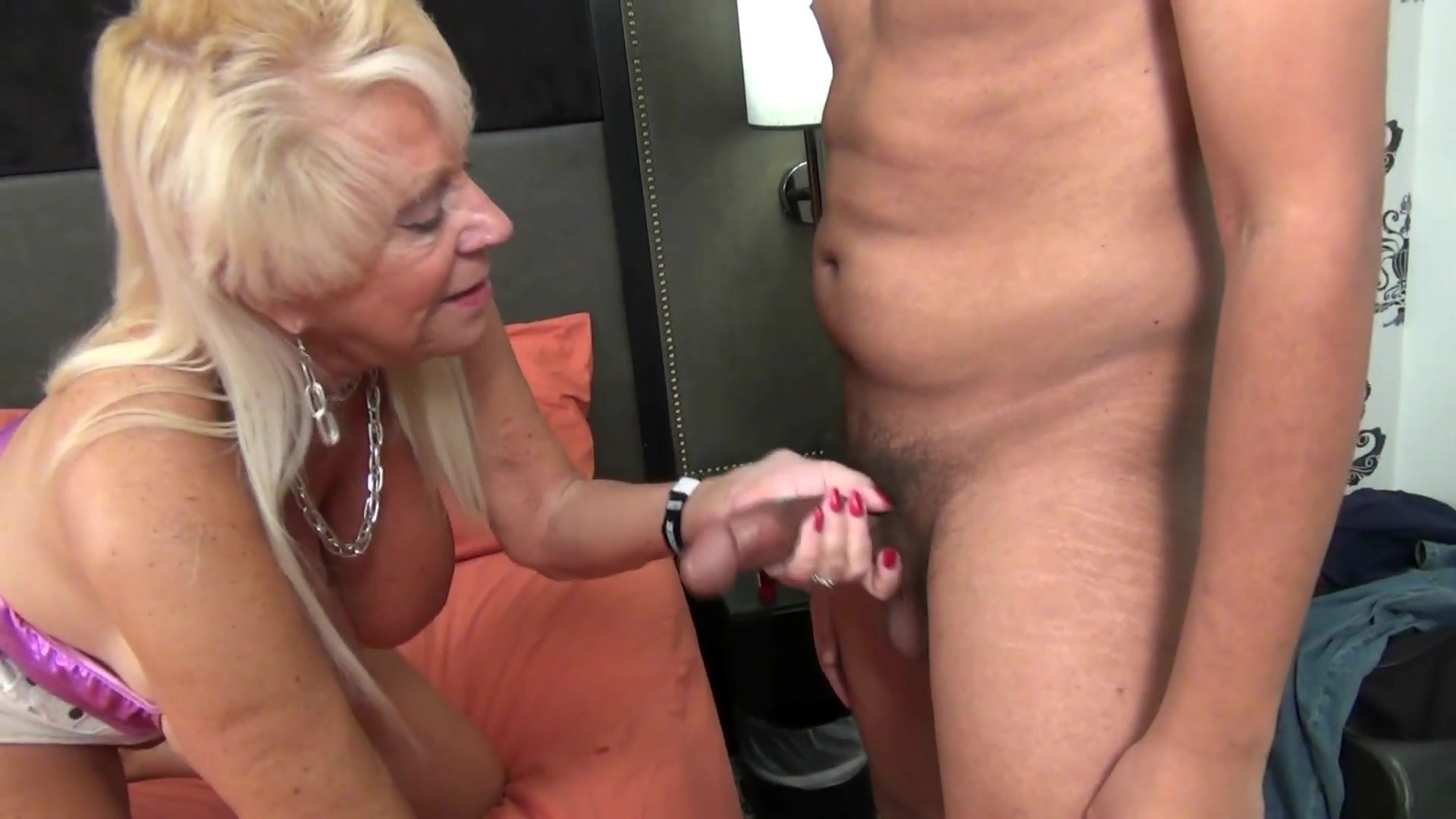 Milf has no plans for todayf70 - 2 6