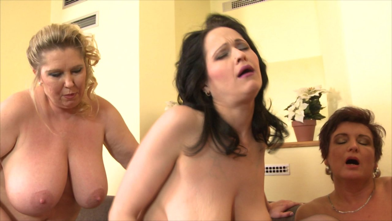 Mature group sex video — pic 13
