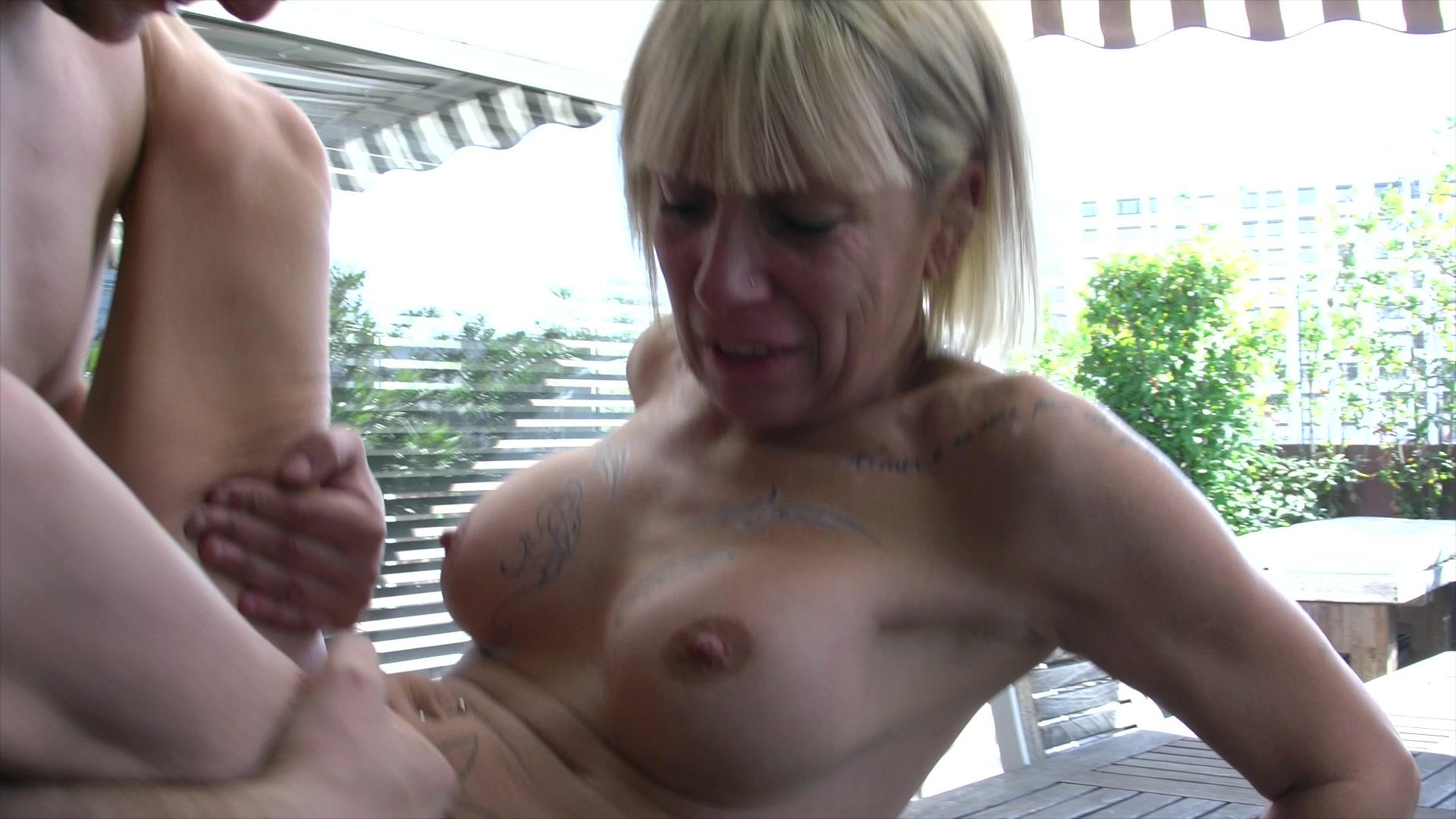 Milf gets cum on pussy
