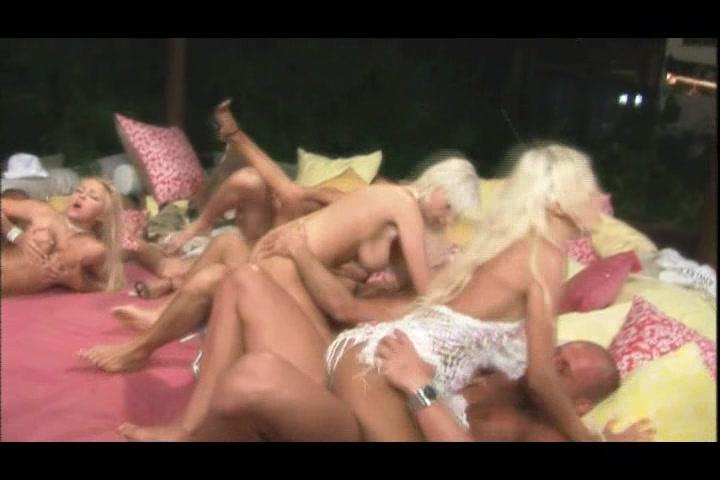 Смотреть онлайн фильм секс пати на ибице 3 ibiza sex party 3