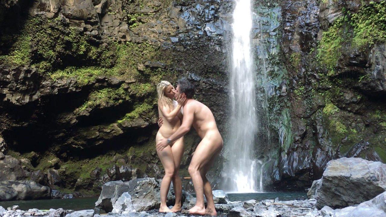 klassnuyu-seks-dve-lesbi-vozle-vodopada-ottrahali-devku-smotret