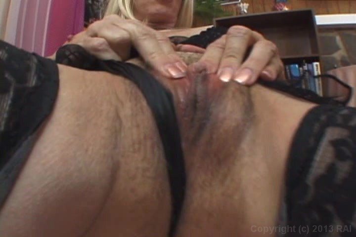 Mature squirting video