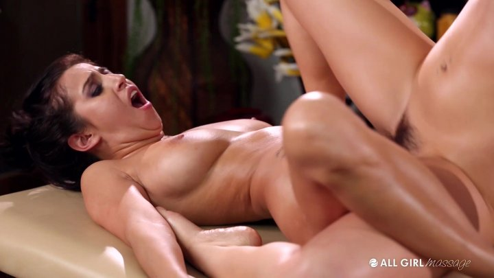 Masseuse gets physical with her horny client during his session