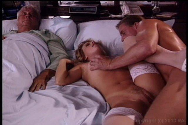 Секс женщины при спящем муже смотреть онлайн