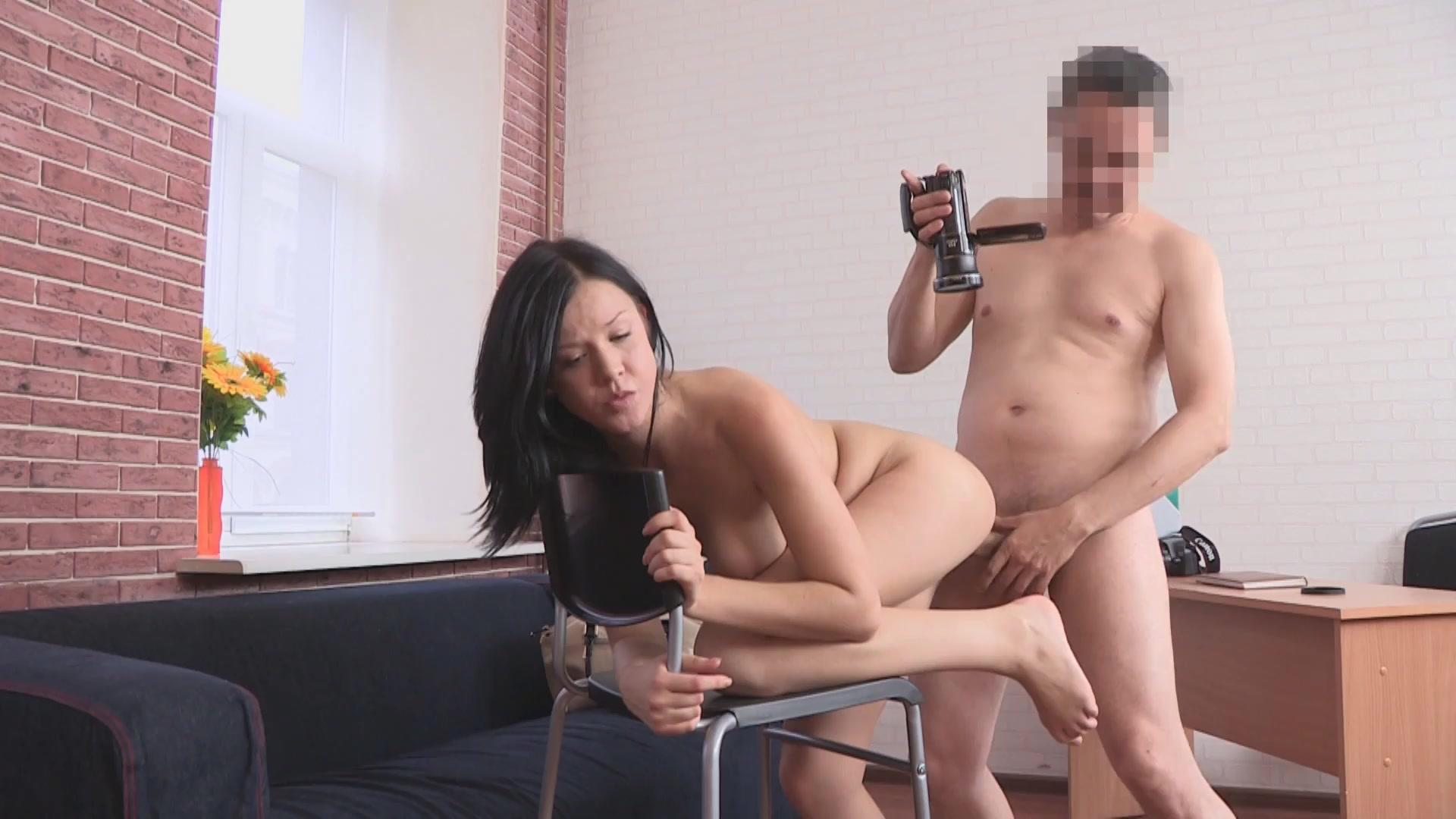 Порно кастинг за деньги, девушка наказала парня видео