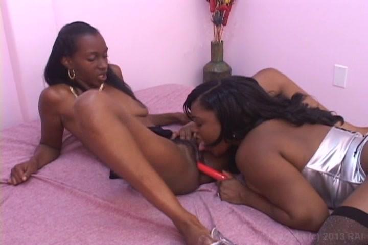 afro-lesbiyanki-foto-uhozhennih-poezd-zhenshina