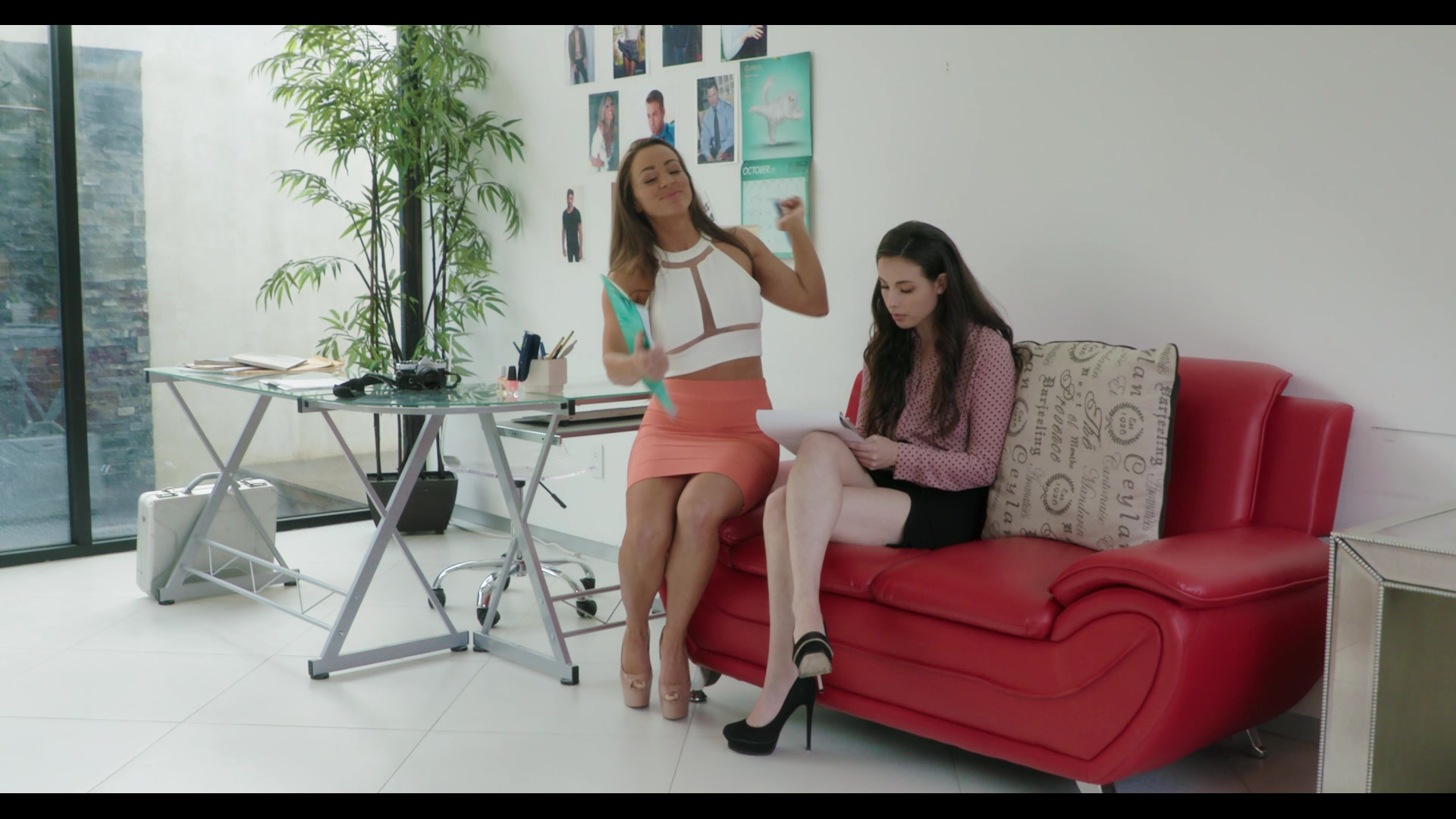 Lesbian Office Seductions Hot Girls Wallpaper
