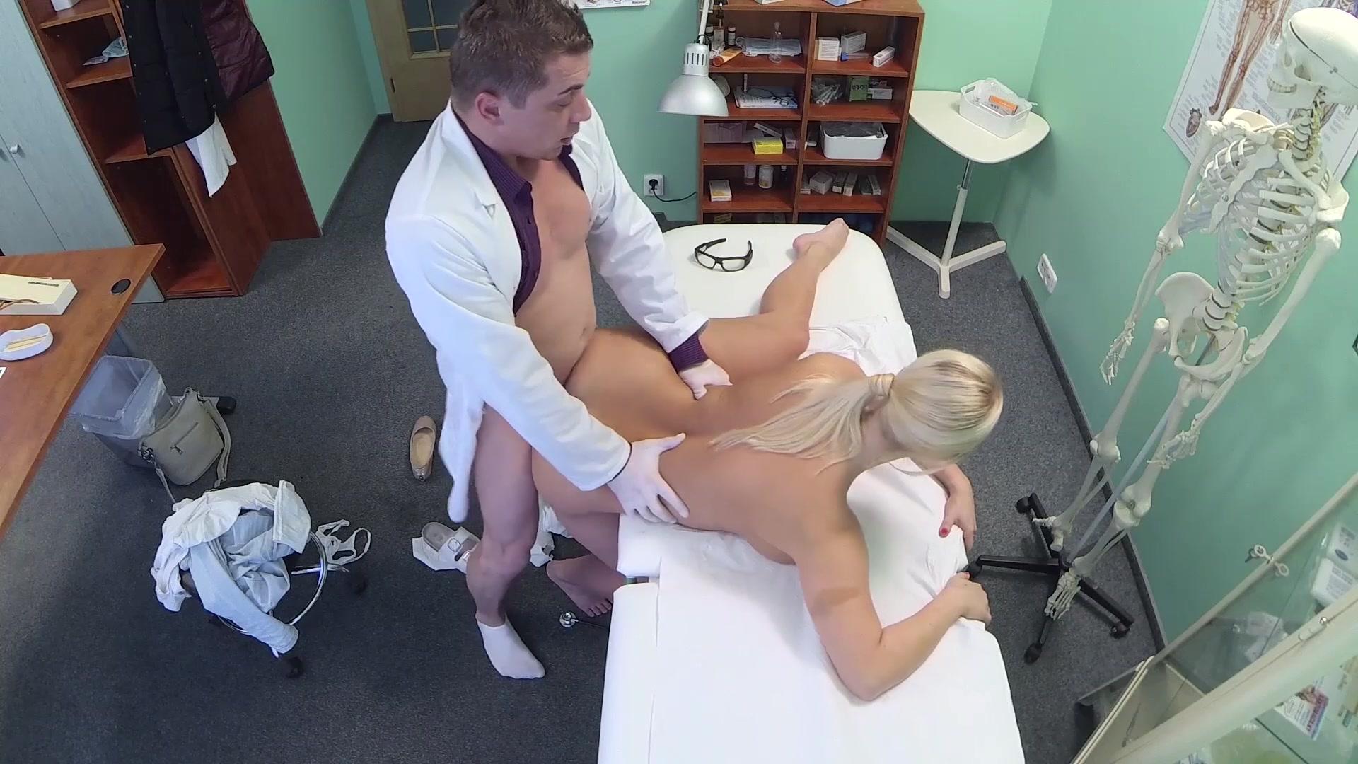 доктор трахает пациентку скрытая камера