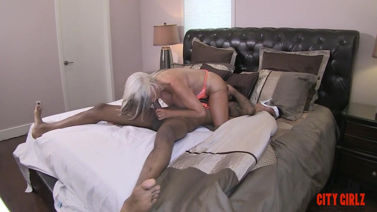 Streaming Cougar Porn 97