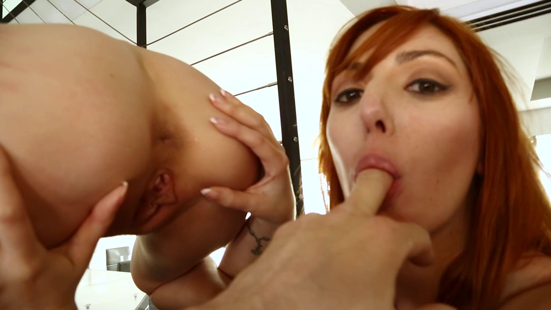 Redhaired Milf Cumming zweimal