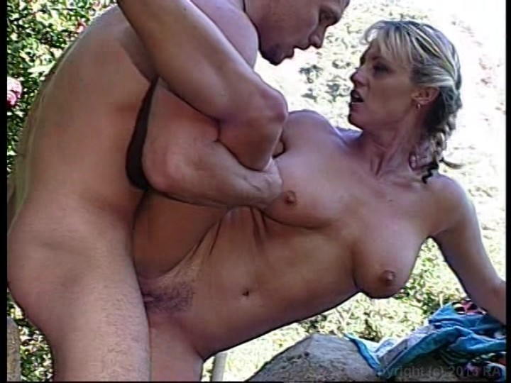 Sommersprossige Nudist Inzest Video