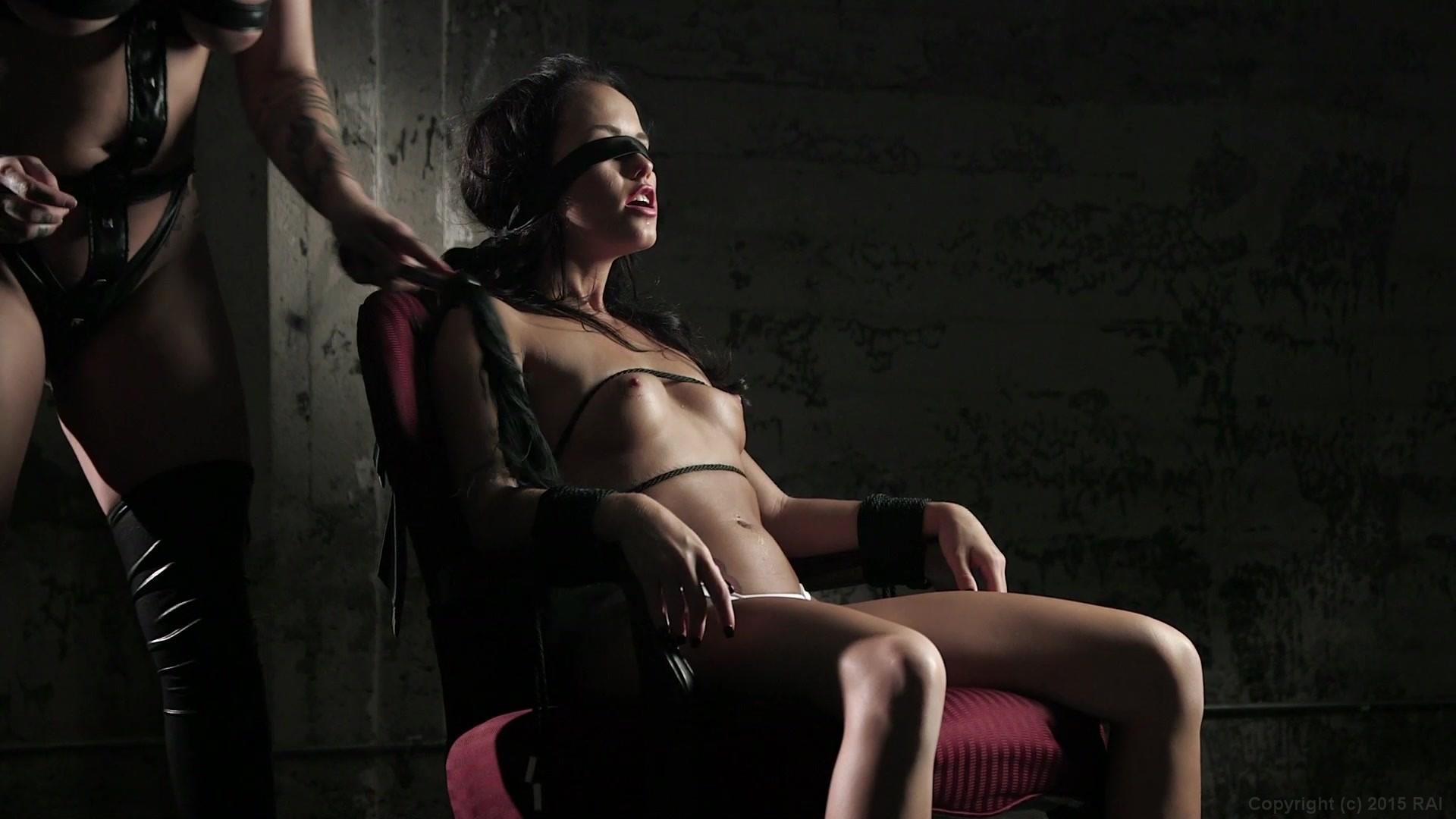 Viser pornografibilleder til Dakota Skye Bundet op Full Porn-8692